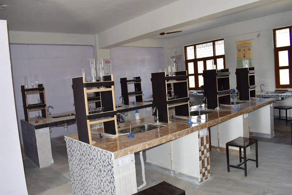 Himalayan Garhwal University Chemistry Lab